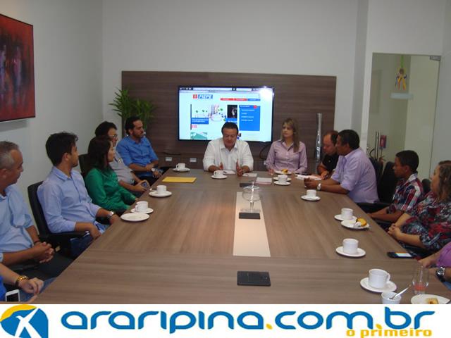 Reunião com a presença de empresários do setor gesseiro e prefeito de Araripina